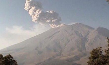 Popocatépetl emite fumarola de 1.5 kilómetros