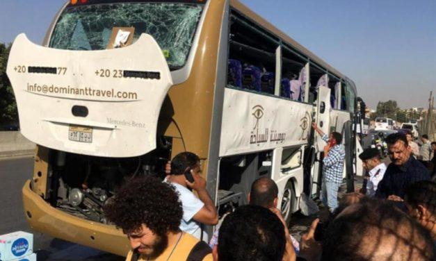 Ataque a autobús en Egipto deja 17 lesionados
