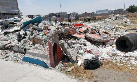 Falta de contenedores y mala educación generan basura en calles
