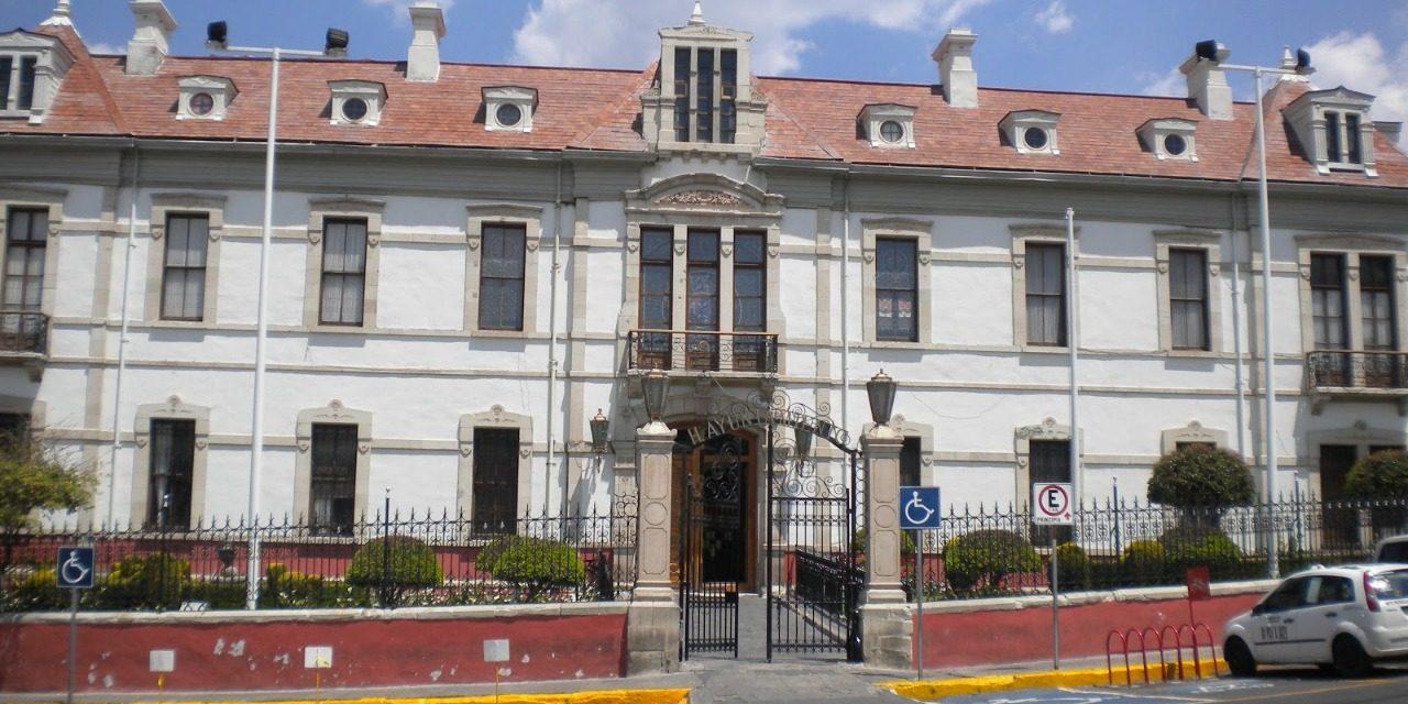 Timan a personas al interior de presidencia municipal de Pachuca