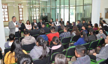 Estudiantes de la UPFIM reciben beca para asegurar su permanencia escolar