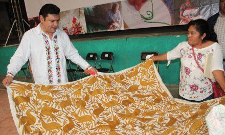 Sedeso invita a personas artesanas de Tenango de Doria a concurso de bordados