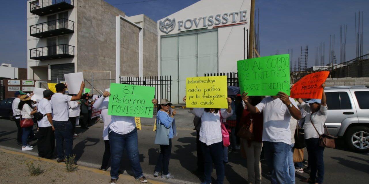 Funcionarios acusan aumento excesivo en créditos Fovissste