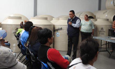 Entregan tinacos en Tolcayuca