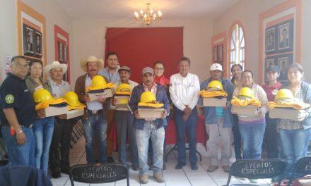Equipan a brigadas forestales en Santiago Tulantepec