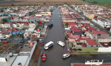 Evacúan a seis personas en Tuzos por lluvias