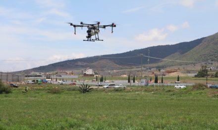 Entrega Omar Fayad drones a ejidatarios de Tulancingo
