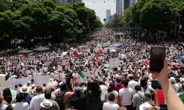 Realizan marcha contra Amlo a un año de su triunfo en las elecciones