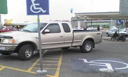 En Pachuca hay poco respeto hacia los espacios destinados para discapacitados