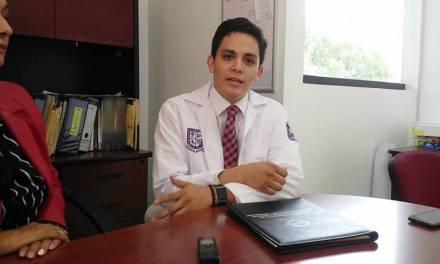 Egresado de la UPP recibió un reconocimiento por parte del Hospital Central Militar