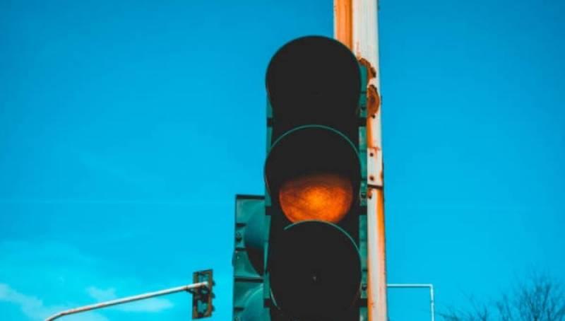 Señalamientos viales son ignorados por muchos automovilistas y peatones