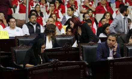 Aprueban sanciones a diputados faltistas en comisiones