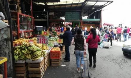 Amas de casa señalan aumento de precios en frutas y cebolla