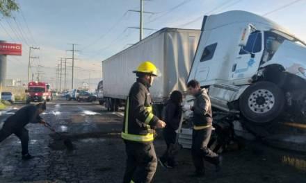 Autobús impacta contra muro de contención en la Pachuca-Ciudad Sahagún