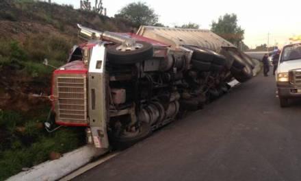 Vuelca camión en la México-Laredo, en dirección a Actopan