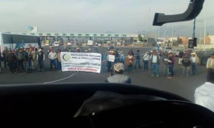 Organizaciones campesinas bloquean carreteras y casetas en varios estados