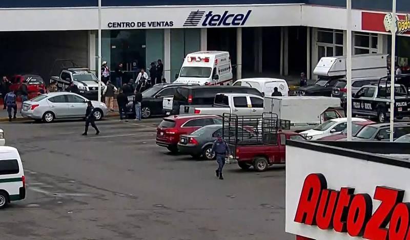 Hombre se suicida en un negocio de celulares, en Ixmiquilpan