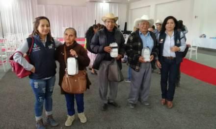 Entregan aparatos auditivos gratuitos a adultos mayores en San Salvador