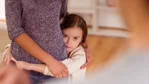 Proponen sanciones por tratar de manipular a menores de edad