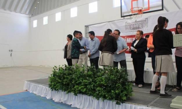 Entregan en Villa de TezontepecBecas de Estímulo a la Educación Básica de Excelencia