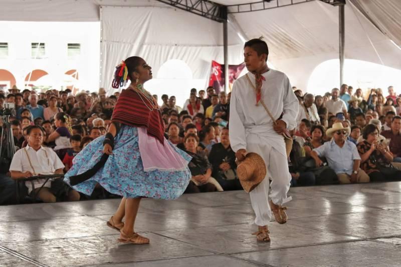 Pachuca vibró con los colores y sonidos del huapango