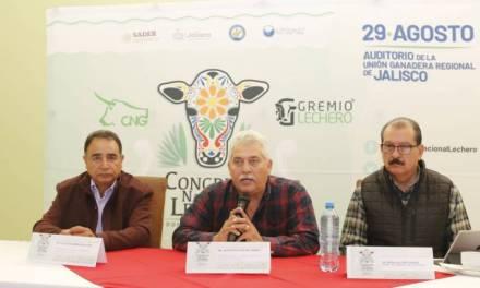 Ganaderos locales buscan disminuir la importación de leche