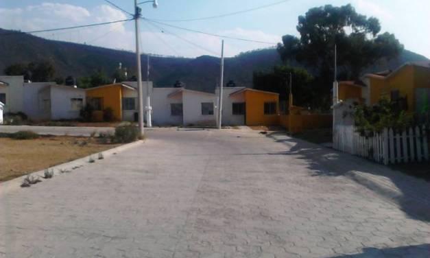 Casas abandonadas en Napateco peligro latente: vecinos
