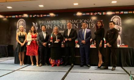 Presidenta del DIF Tizayuca recibe premio Internacional Tonantzin 2019