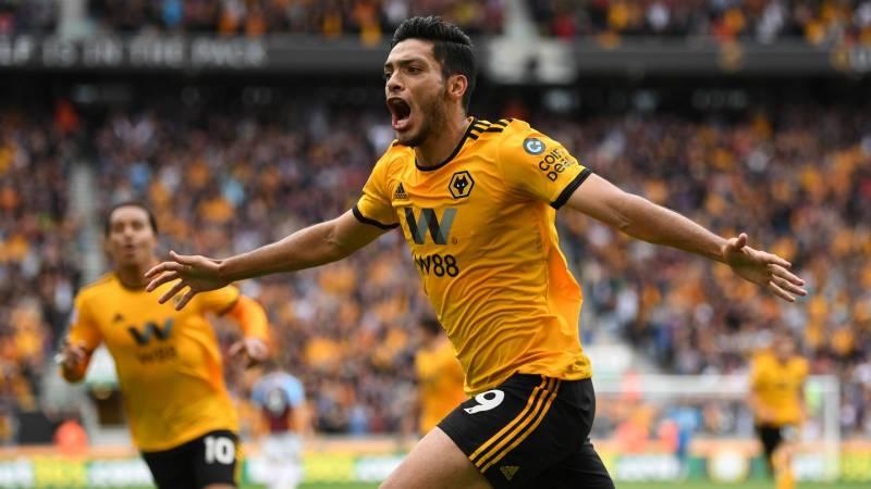Raúl Jiménez hace doblete con Wolverhampton en la Europa League