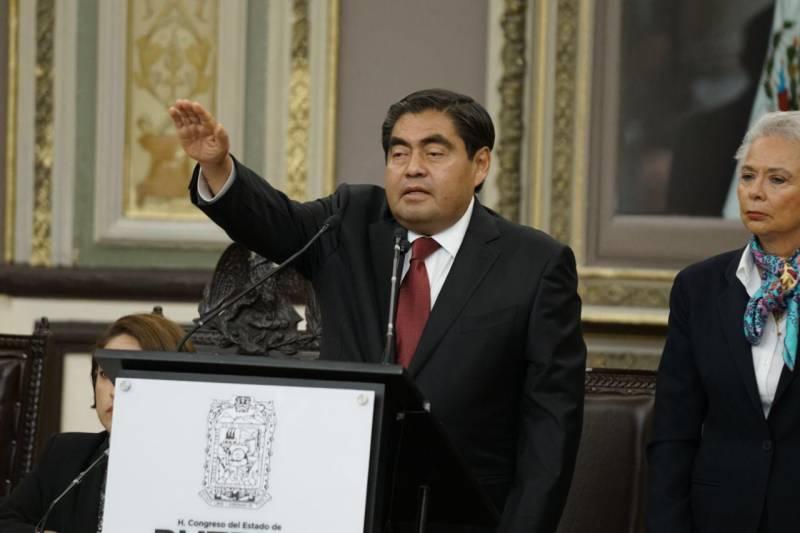 Miguel Barbosa rindió protesta como gobernador de Puebla
