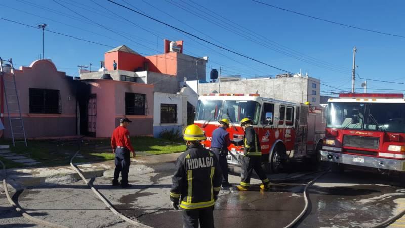 Atienden bomberos incendio en Mineral de la Reforma