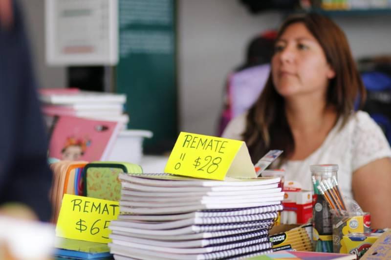 Estudiantes y padres de familia enfrentan problemas para adquirir útiles escolares