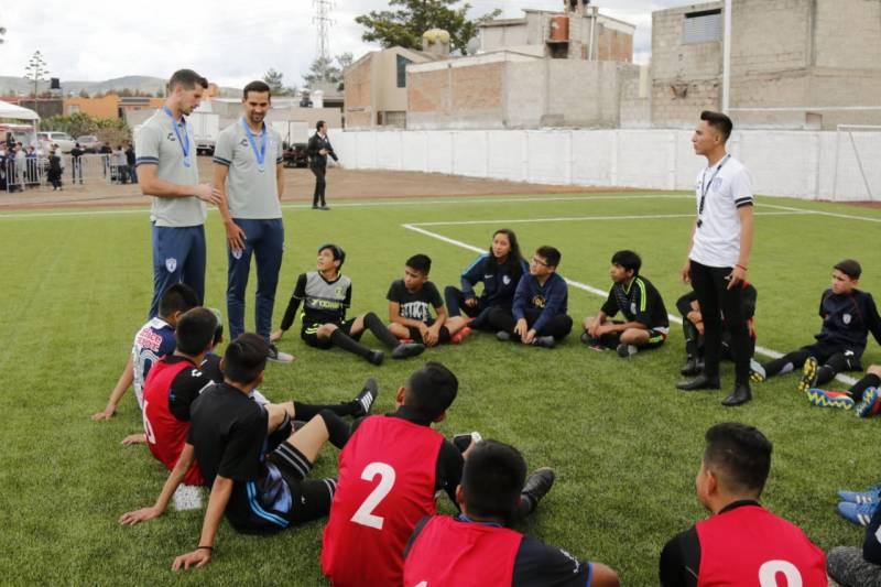 Grupo Pachuca construyó cancha para niños huérfanos y abandonados