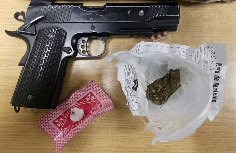 Con arma y probable droga, asegura SSPH a motociclistas en Mineral de la Reforma