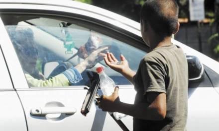 Han detectado 33 casos de niños trabajando en semáforos