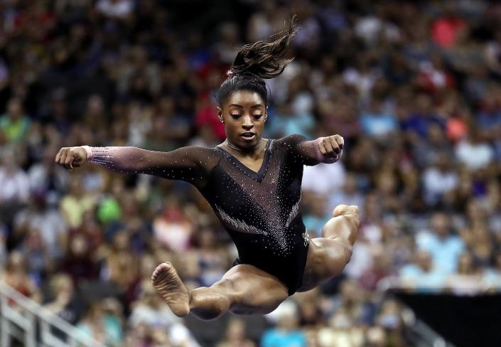 Gimnasta Simone Biles maravilla al mundo con salto triple doble