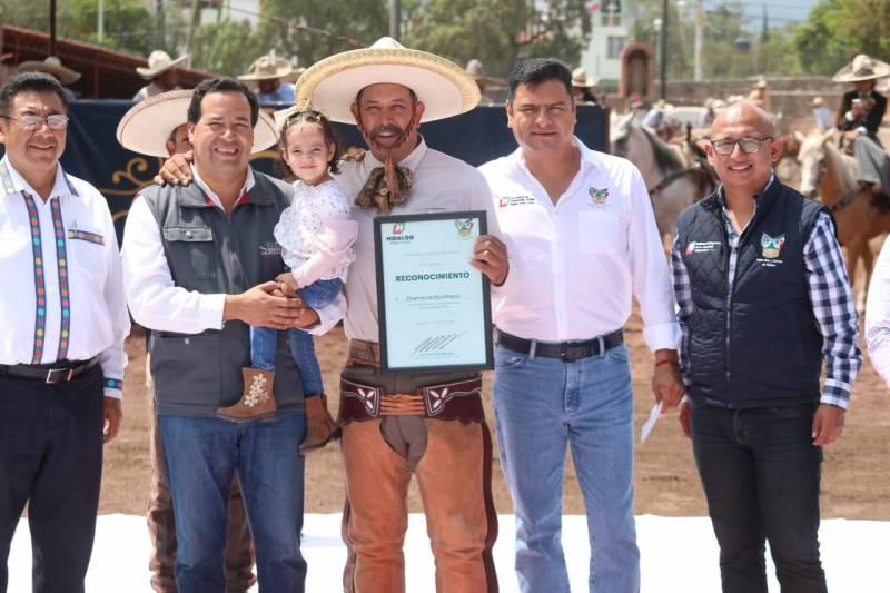 Conmemoran Día Internacional de la Juventud con charreada en Huichapan