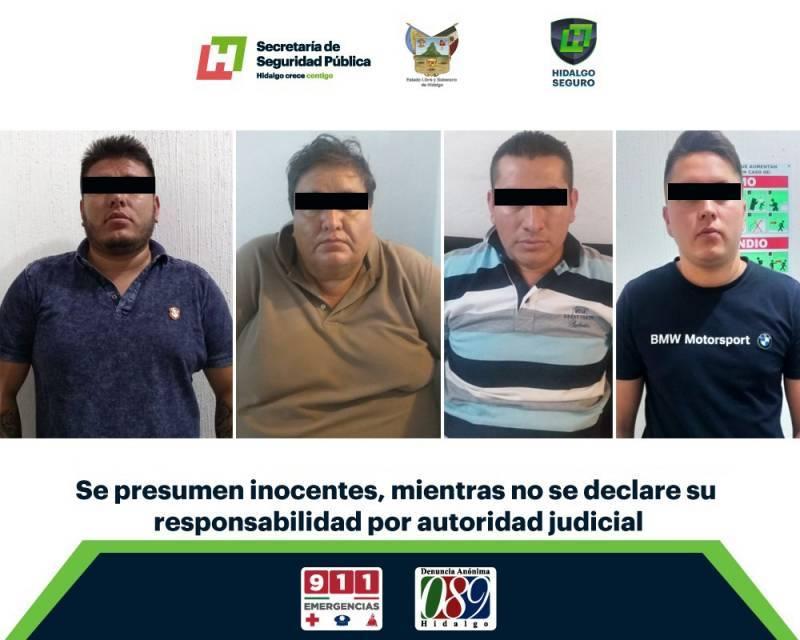 En Ixmiquilpan, aseguran a hombres con 101 probables pasaportes y cartuchos útiles