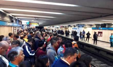 Mujer muere al arrojarse a las vías del metro en la CDMX