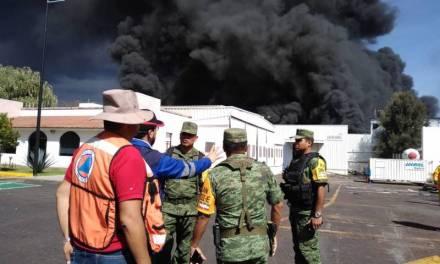 Atienden bomberos y Ejército incendio en Ciudad Industrial de Morelia