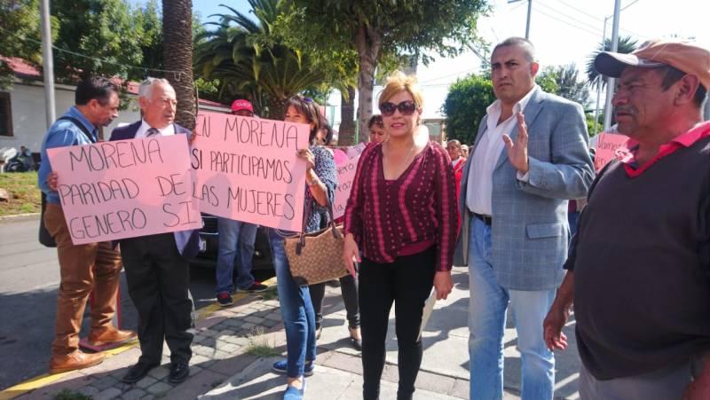 Marchan mujeres de Morena para exigir paridad de género en su partido