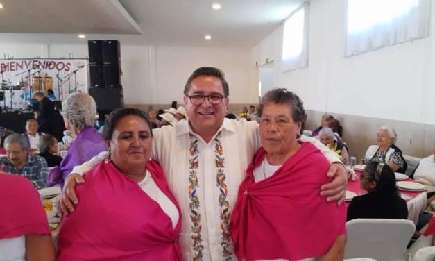 Festejan a los abuelitos en Villa de Tezontepec
