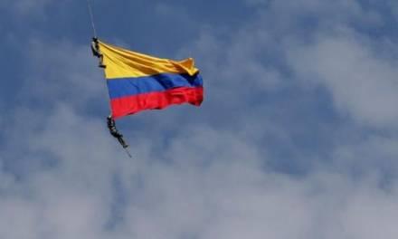 Mueren dos militares en rutina de exhibición aérea, en Colombia