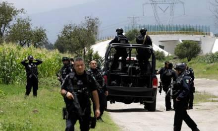 Retienen a 14 policías en Puebla; Barbosa dice que no negociará con quien viola la ley