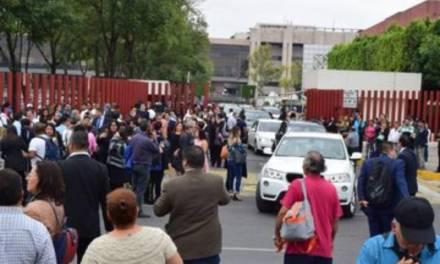 CNTE amenaza con tomar San Lázaro, diputados desalojan el recinto