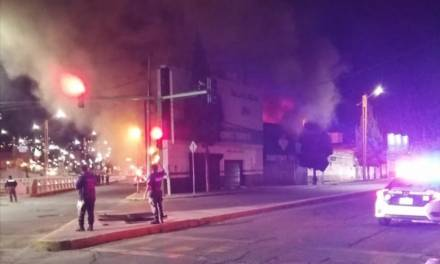Se incendia llantera en Real de Minas
