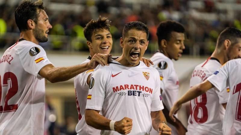 Chicharito anota gol de tiro libre en Europa League