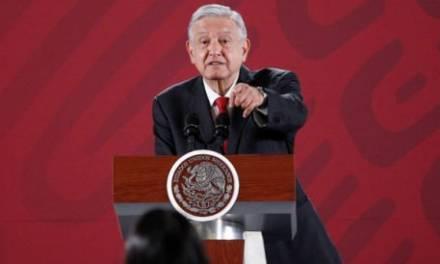 Amlo señala a exministro de asesorar amparos contra Santa Lucía; Cossío lo desmiente