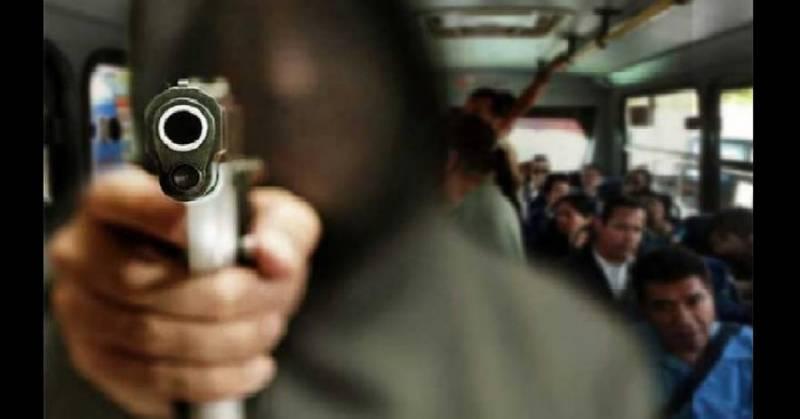 Dos sujetos roban camioneta de transporte público en Pachuca