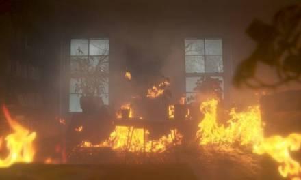 Hombre apuñala a sus seis hijos e incendia su casa con ellos en el interior